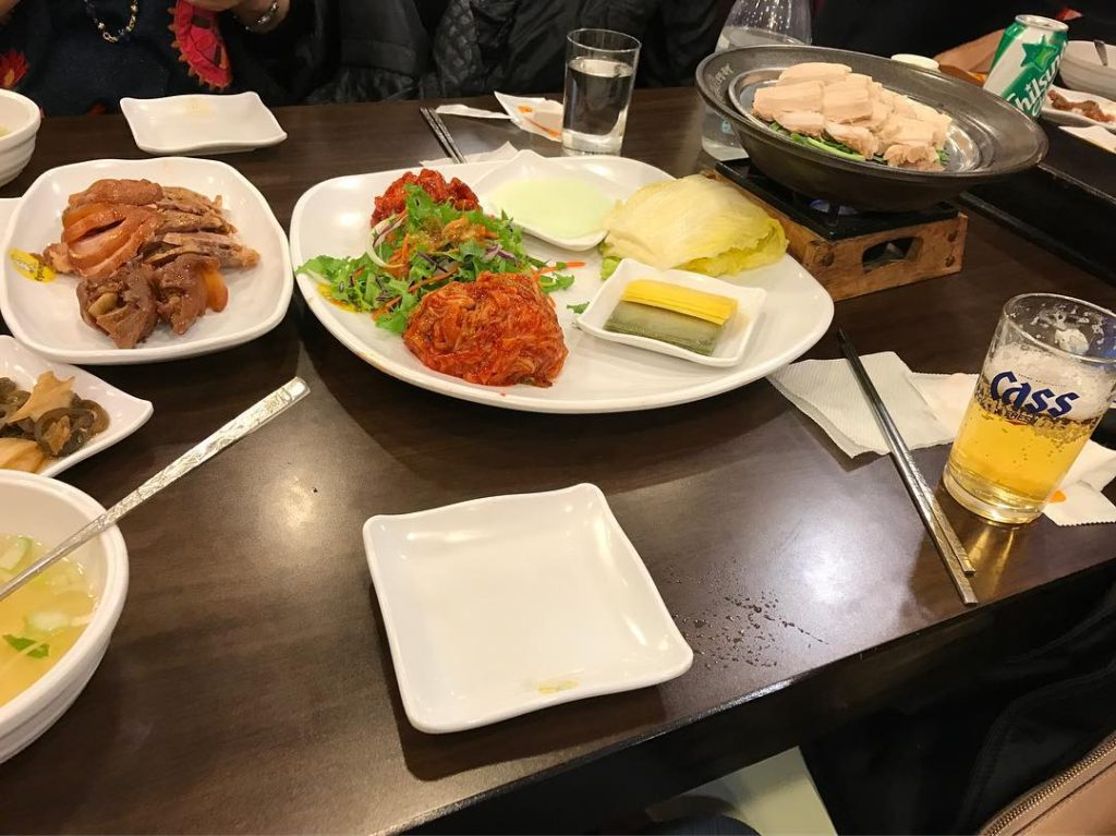 seoul tour hongdae 1024x767 홍대에서 저녁식사 보쌈 やっと夕ご飯〜弘大にて