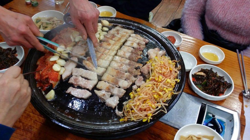 pork grill 1024x576 충격! 특집다큐 검은 삼겹살 2부작,  무한리필 삼겹살집 실체