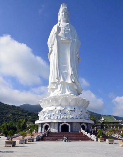 Son Tra Peninsula 베트남 다낭여행 선짜반도 린응사원(영응사) 최대의 불상