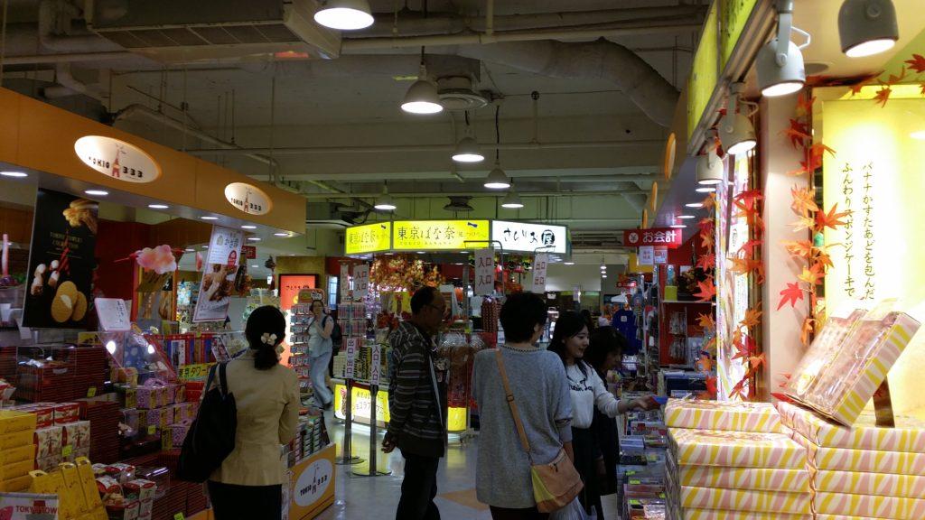 tokyo tower shop 1024x576 도쿄타워 배경의 미녀 4인방, 도쿄 원피스 타워