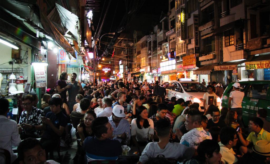호치민 여행자거리 밤풍경 1024x622 베트남 호치민의 밤문화 여행자거리 데탐