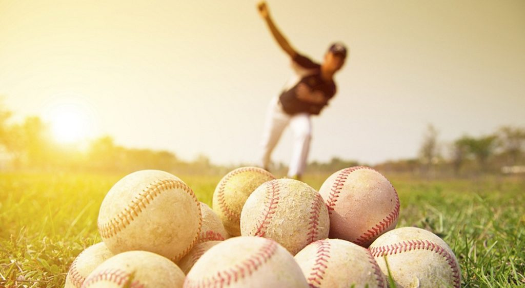 baseball pitcher 1024x561 프로야구 선수 100명이 뽑은 투수 랭킹! (변화구, 스피드, 강한어깨)