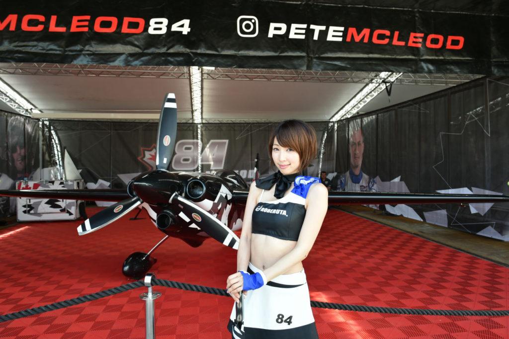 air race girl 1024x682 레드불 에어레이스 일본 가미카제 전투기 제로센 비행