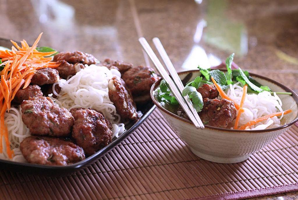 hanoi bun cha 1024x688 하노이에서 맛보는 4천원의 행복 분짜(Bun Cha)