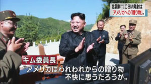 김정은 탄도미사일 발사 후 격려 300x167 북한 ICBM 대륙간 탄도미사일 발사! 일본 자위대 수색 검토