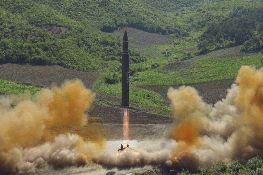 북한 ICBM 대륙간 탄도미사일 발사 1024x682 북한 ICBM 대륙간 탄도미사일 발사! 일본 자위대 수색 검토