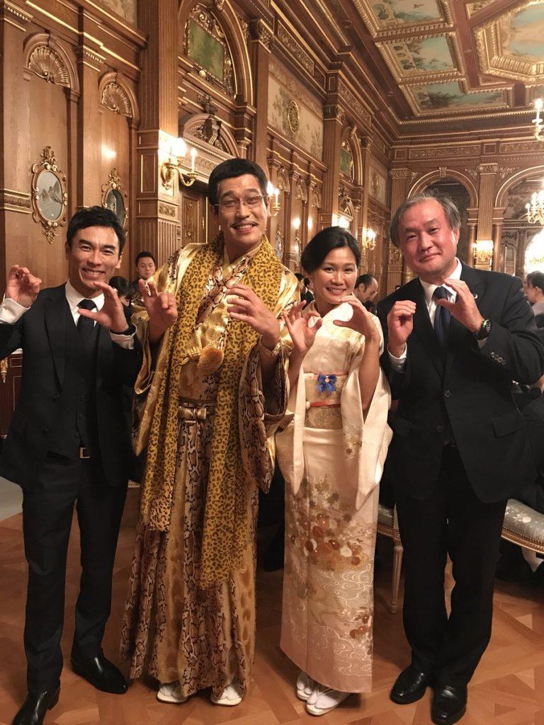 피코타로 트럼프 만찬회 768x1024 아베 주최 트럼프 만찬회의 사케와 와인! 연예인 피코타로와 요네쿠라 료코