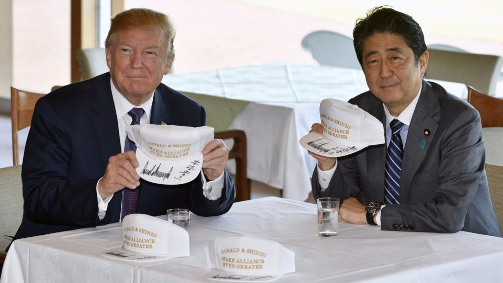 trump japan golf cap 1024x576 트럼프 대통령 일본방문! 에어포스원 요코타 비행장 착륙