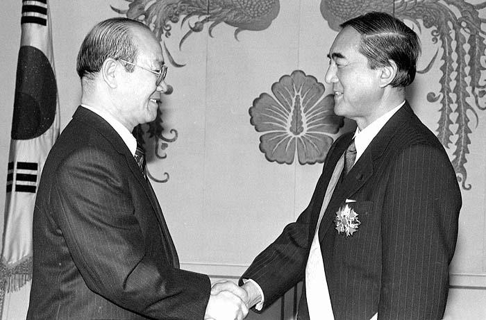 나카소네 일본총리 청와대 전두환 나카소네 일본총리가 한중 국교정상화에 중간역할