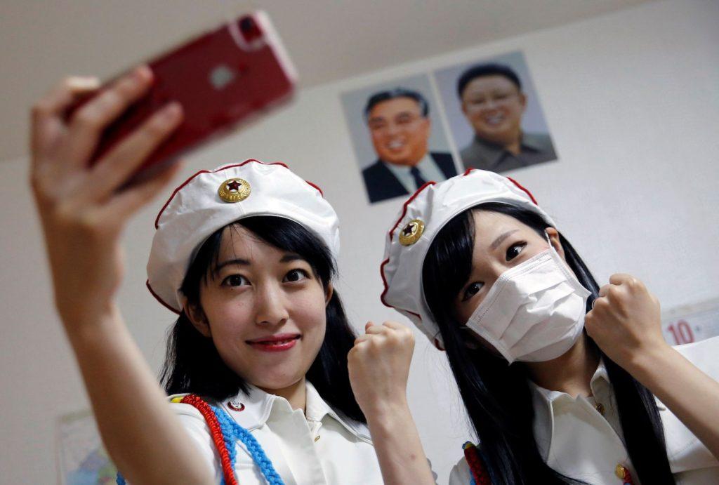 일본 북한 팬클럽 선군여자 1024x691 일본의 북한 팬클럽 선군여자의 모란봉악단 코스프레