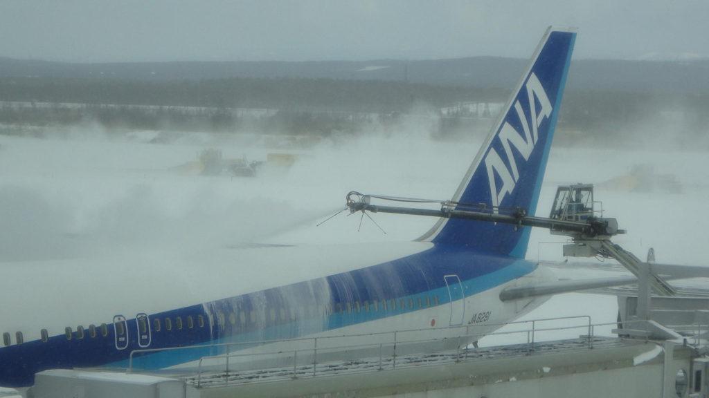 항공기 제설작업 1024x576 겨울 홋카이도 공항 눈과의 싸움! 제설작업과 항공기 디아이싱