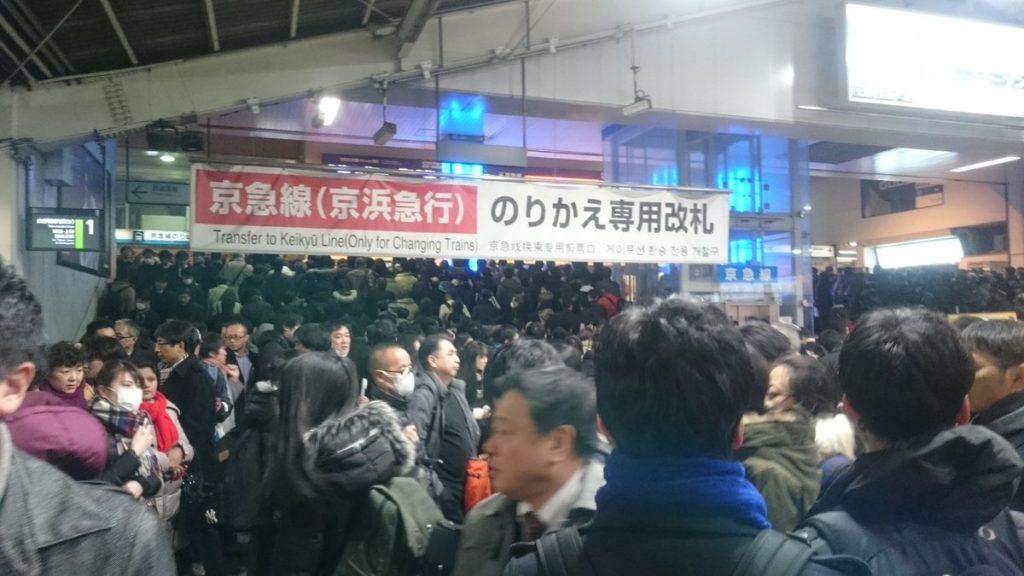 게이큐선 시나가와역 1024x576 도쿄 4년만의 폭설로 교통마비! 나리타공항 폐쇄