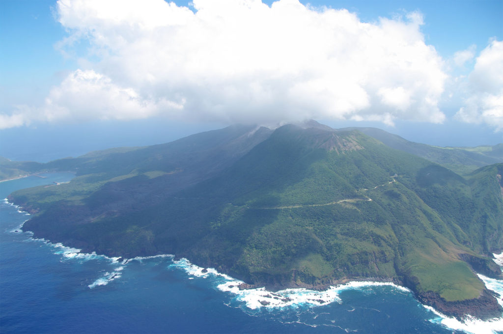 구치노에라부섬 화산 폭발 1024x680 일본 기상청 12월 지진활동 및 활화산 상황 발표