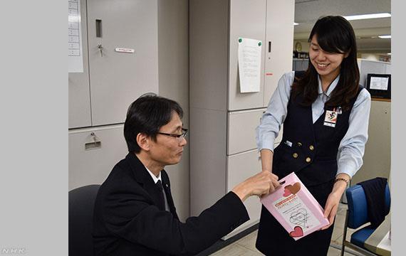 발렌타인데이 직장 초코릿선물 발렌타인데이 일본 의리초코 문화와 초콜릿회사의 전면광고