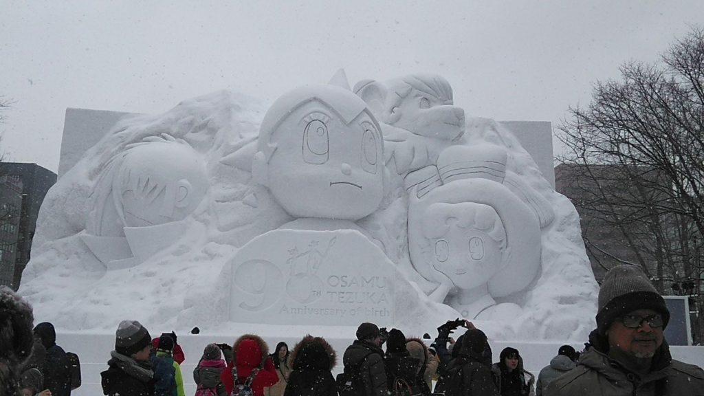 삿포로 눈축제 atom 1024x576 홋카이도 삿포로 눈축제에 등장한 자위대의 눈 조각상