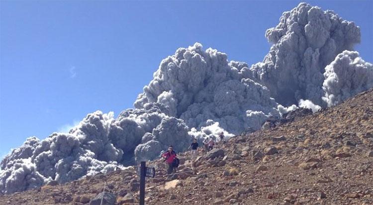 화산쇄설류 [영상] 일본 화산폭발! 규슈 신모에다케 대규모 분화