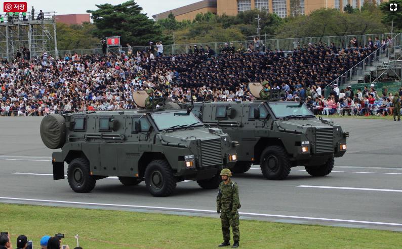 일본자위대 일본 방위비 증액? 자위대 열병식에서 개헌의지 피력한 아베총리