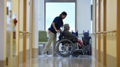 Nursing care 240x135 도쿄 빅사이트 국제안경전시회 개막! 두께 2mm 휴대용이