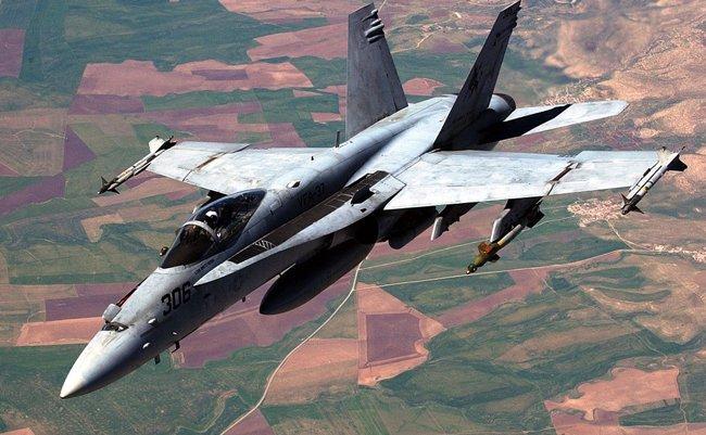 fa18 이와쿠니 주일미군 전투기와 공중급유기 충돌사고로 추락
