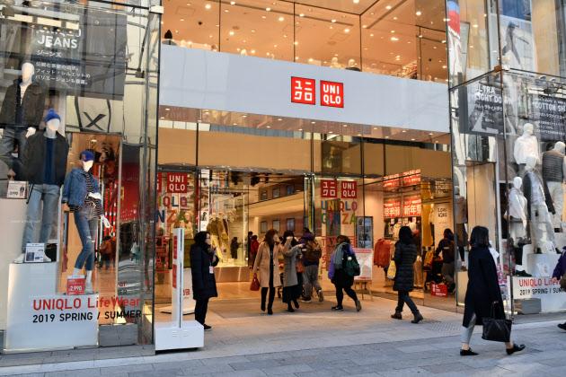 UNIQLO 일본 유니클로 운영 패스트리 18년 4분기 순이익 6%감소