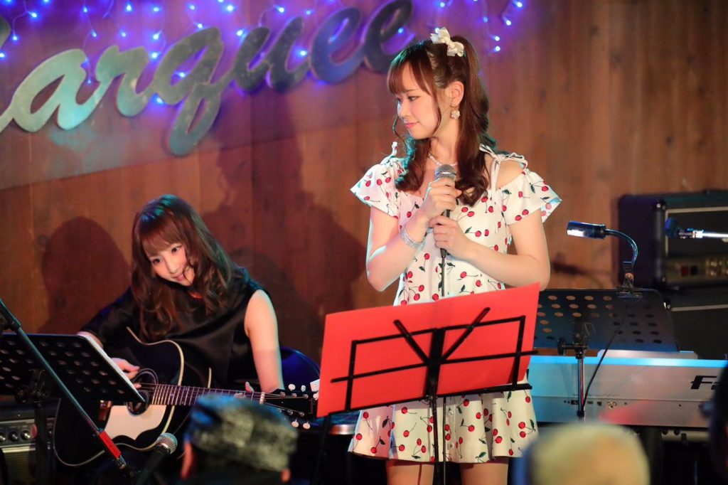ayami guitar 1024x682 일본 AV스타 아야미 슌카 3월에 은퇴! 시부야 무료 사진전