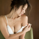 kaji hitomi03 150x150 완벽한 몸매의 미녀가수, 카지 히토미의 커버곡 감상
