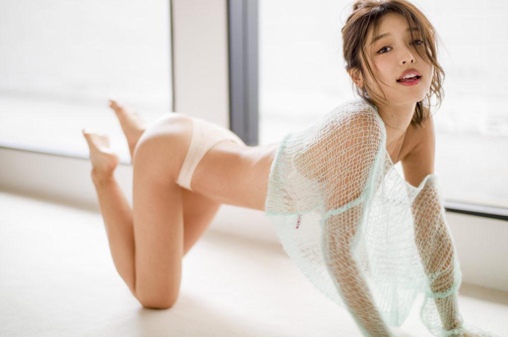 kaji hitomi04 1024x680 완벽한 몸매의 미녀가수, 카지 히토미의 커버곡 감상