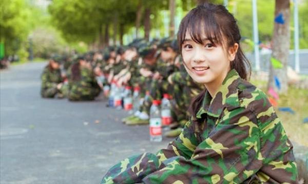 자위대 포스터 아베신조의 개헌 야욕! 일본의 헌법 개정은 자위대원 모집?