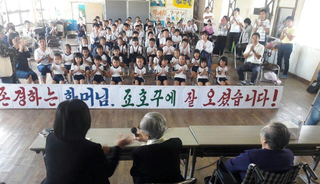 조선학교방문 김복동할머니 1024x590 일본 문부성 앞 조선학교 무상화 교육 금요행동과 김복동 할머니