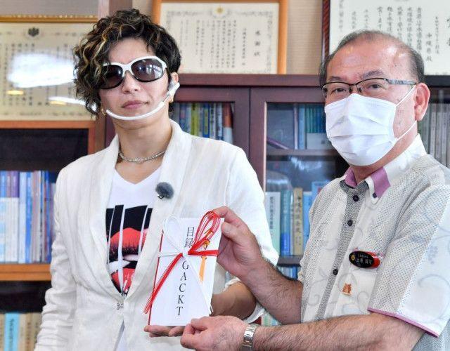 각트 기부 각트(GACKT), 화재로 전소된 오키나와현 슈리성 재건에 470만엔 기부