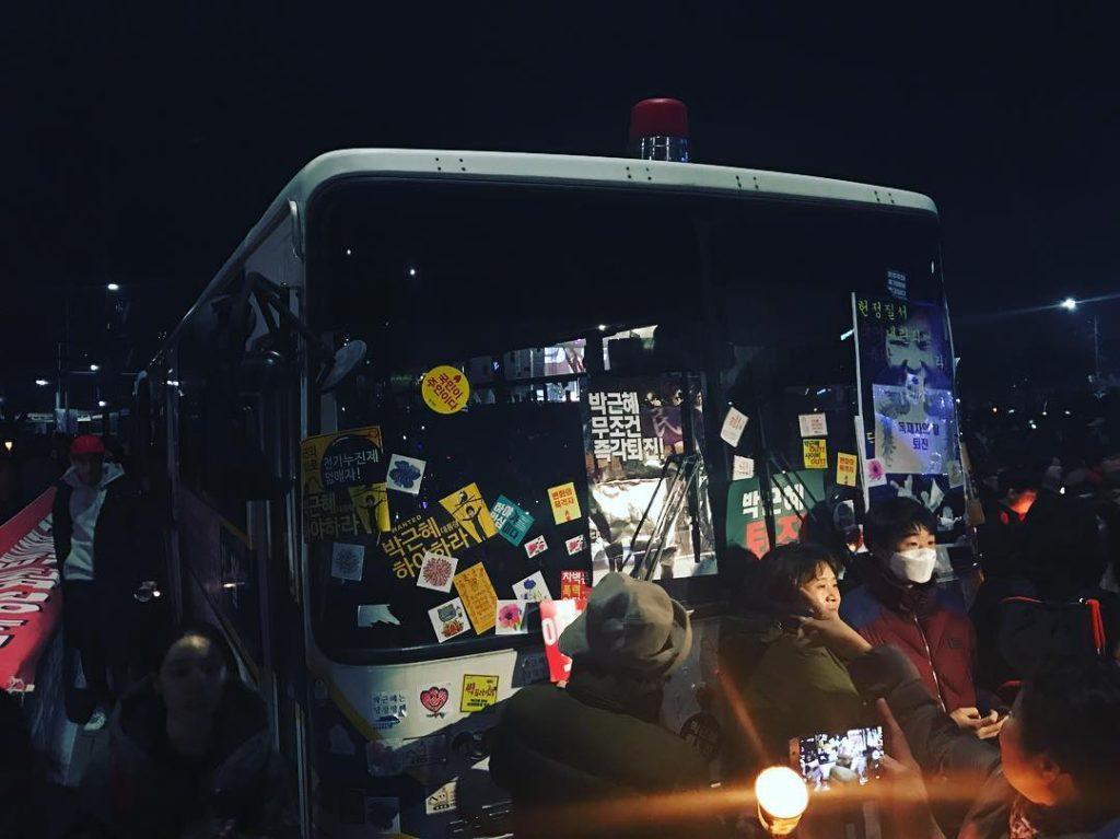 park out bus 1024x767 박근혜 탄핵! 진짜 오글거려도 대한민국 만세! 고3