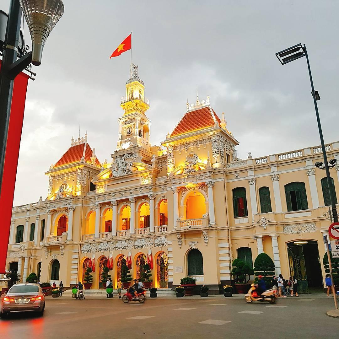 16110247 198945577241110 5065951996222111744 n 베트남 호치민여행 프랑스 건축양식의 인민위원회청사