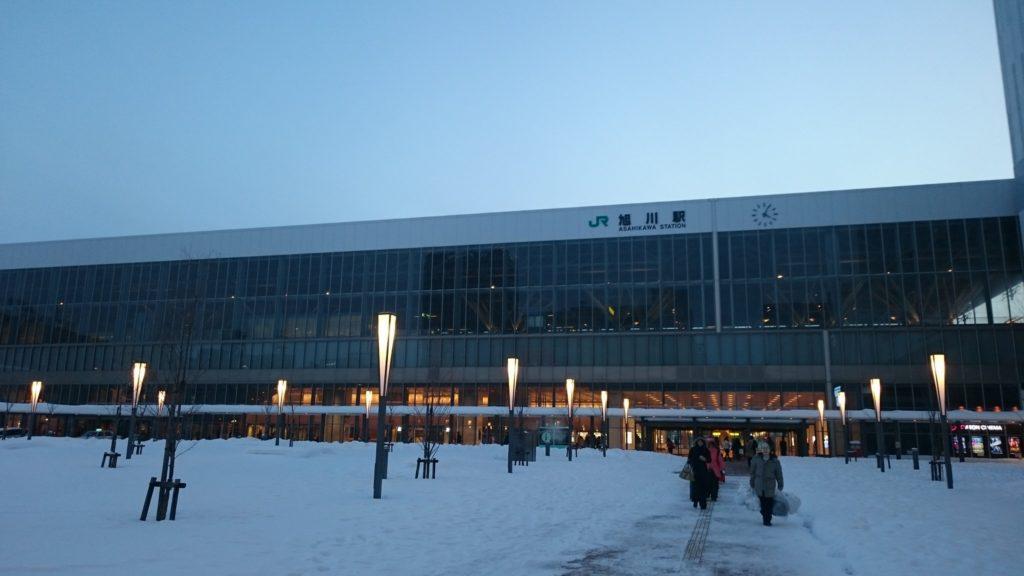 asahikawa staqtion 1024x576 홋카이도 인기 관광지 비에이의 설경! 흰수염폭포 등 명소 겨울풍경