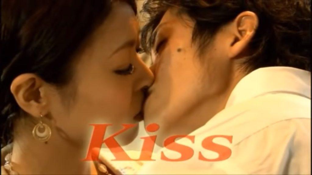 first kiss 1024x576 미마녀(미시) 키스 실험! 첫만남에 키스만으로 사랑에 빠질까?
