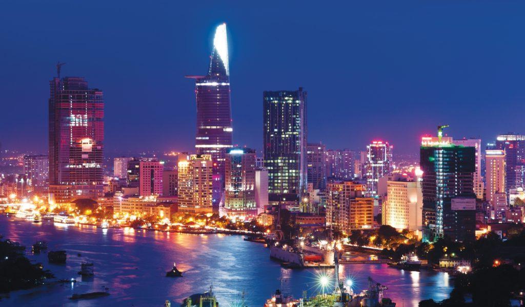 hochiminh nightscape 1024x600 베트남 호치민 맛집 카페 La Rotonde Saigon 까지 폭주 영상@베트남어