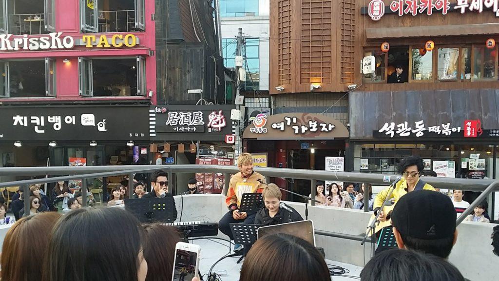 hongdae live1 1024x576 비긴어게인의 홍대 버스킹! 윤도현, 이소라, 유희열, 노홍철