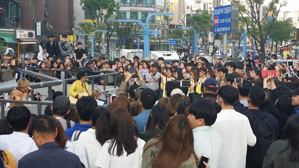 hongdae live2 1024x576 비긴어게인의 홍대 버스킹! 윤도현, 이소라, 유희열, 노홍철