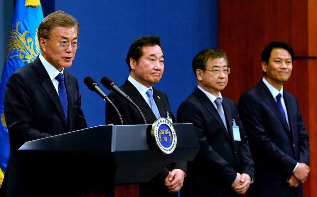 blue house moon jaein 1024x636 문재인 대통령과 아베 총리, 한일 위안부 합의 발언 일본반응