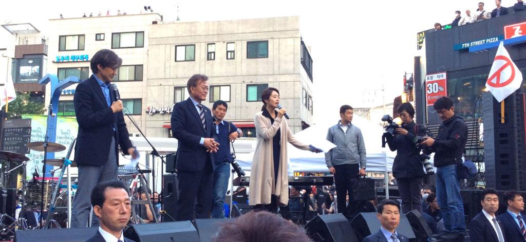 hongdae moonjaein 1024x471 홍대 이은미 버스킹과 문재인대통령 프리허그