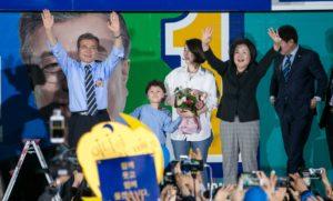 president moon jae in 300x181 문재인 대통령 당선! 실시간으로 반응하는 일본