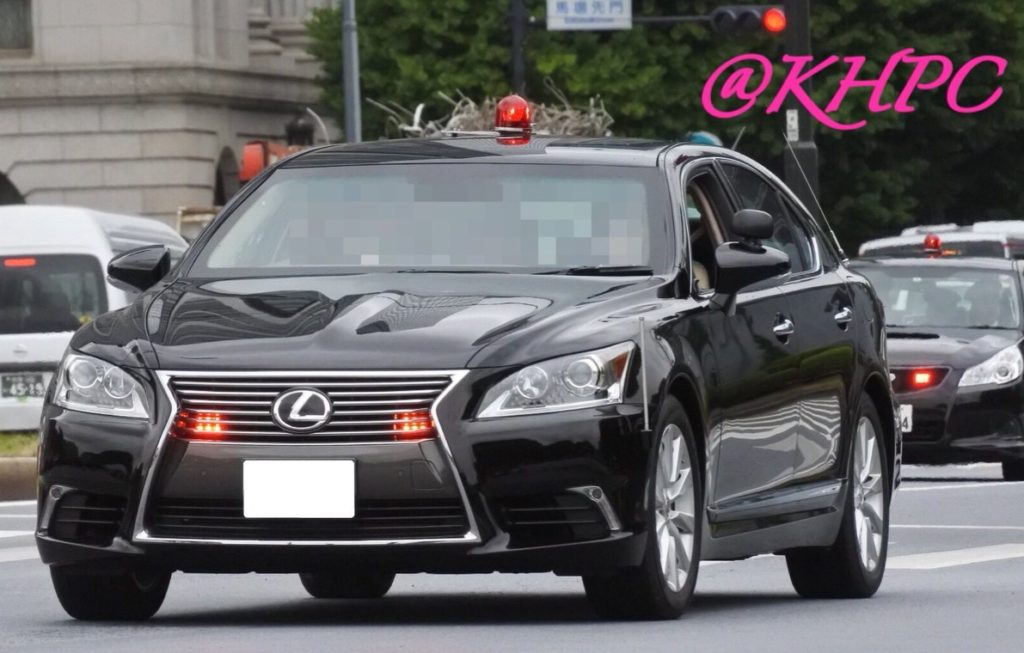 LEXUS 1024x653 일본의 고성능 복면경찰차 토요타 마크X와 닛산 페어레이디 Z