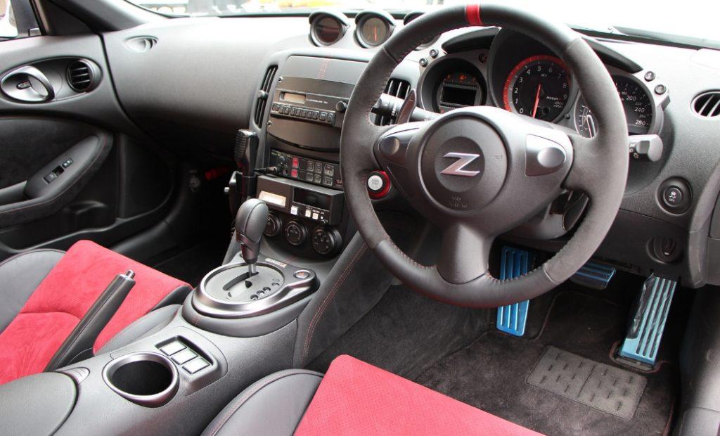 Nissan Fairlady2 1024x620 일본의 고성능 복면경찰차 토요타 마크X와 닛산 페어레이디 Z