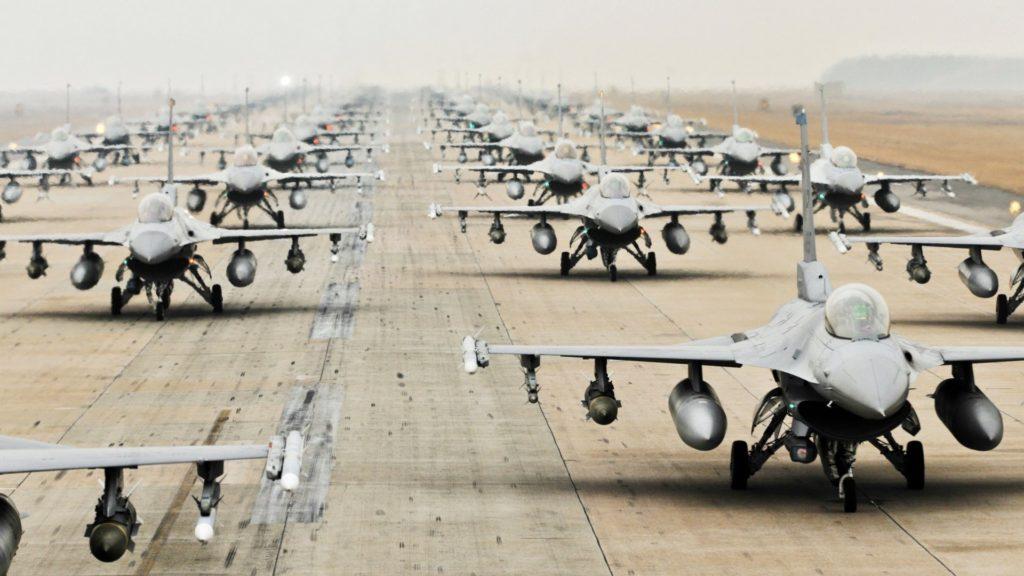 f16 flight 1024x576 한국공군의 F 16전투기 6대 일본 미군기지에 비상착륙