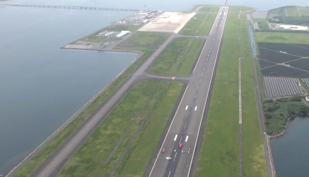 nagasaki airport 1024x586 나가사키 공항에서 소형 비행기 동체 착륙