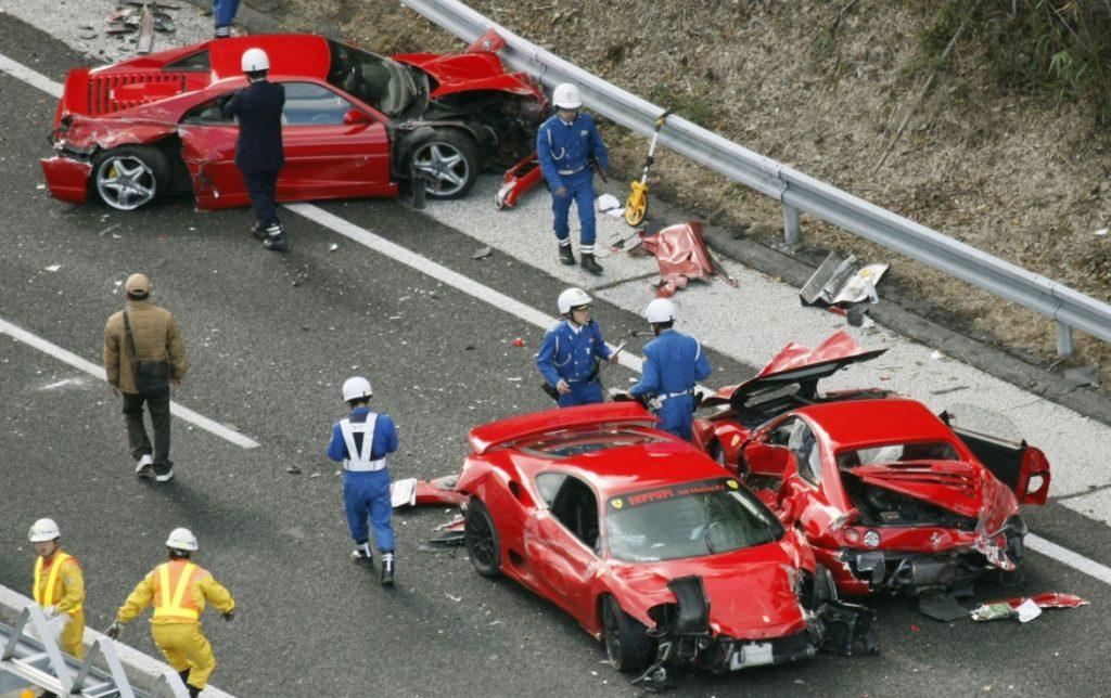 supercar accident 1024x644 고급 외제차 페라리 8대, 슈퍼 스포츠카 사고 영상집