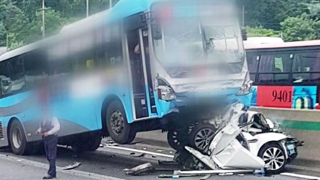 고속도로 버스교통사고 1024x576 경부 고속도로 졸음운전 버스사고 일본반응! 안전불감증 이란?