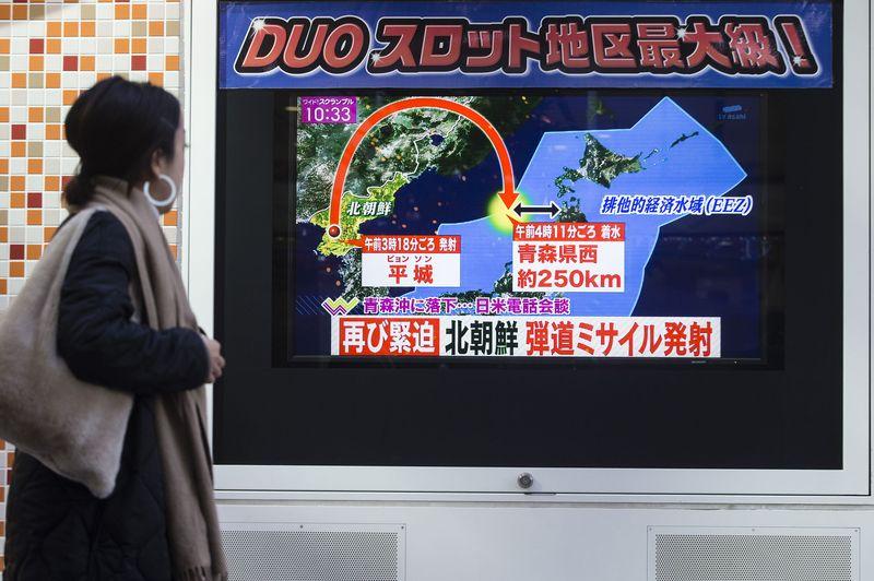 북한 탄도미사일 화성15발사장면 북한 대륙간 탄도미사일 화성15 발사 영상 및 평양시민 모습