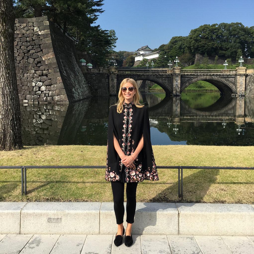 이방카 도쿄 히비야공원 황궁산책 1022x1024 일본방송 이방카 트럼프 생중계, 아베의 극진한 대접과 그녀의 패션 스타일