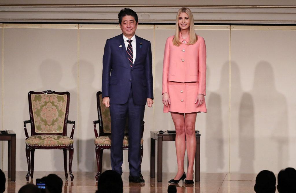 이방카 트럼프와 아베 일본총리 1024x670 일본방송 이방카 트럼프 생중계, 아베의 극진한 대접과 그녀의 패션 스타일