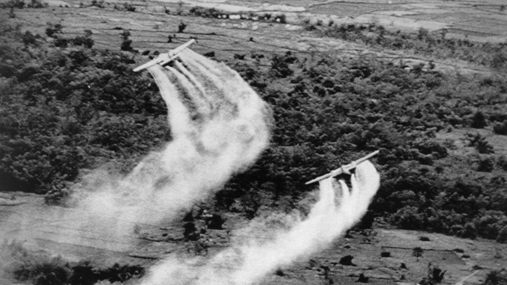 베트남전 미군의 고엽제 살포 1024x576 일본 정부, 베트남전 고엽제 피해자 지원